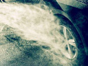 ล้างรถแบบมือโปรด้วยเครื่องฉีดน้ำแรงดันสูง ลอกคราบฝุ่นให้รถดูใหม่เอี่ยม